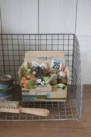 秋の木の実を箱につめて2008
